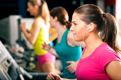 mujeres en el gimnasio