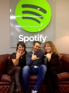 Rocío y Javier, de Spotify, con la que escribe el post ;-)